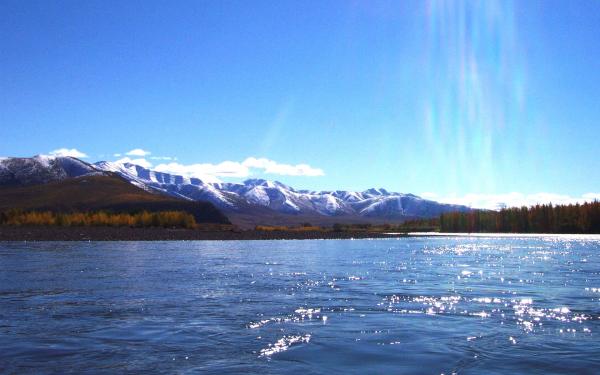 Река Индигирка в Якутии