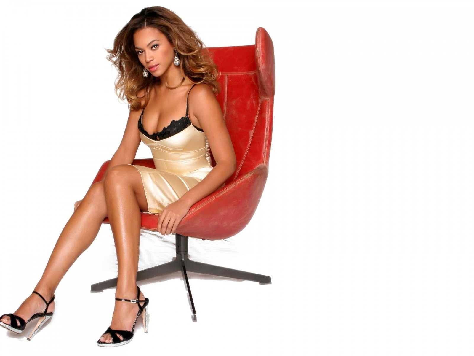 Девушку на кресле фото 580-290
