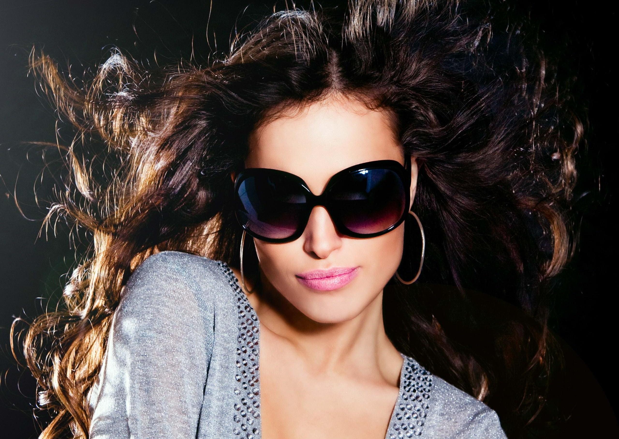 Девушка в очках на аву фото