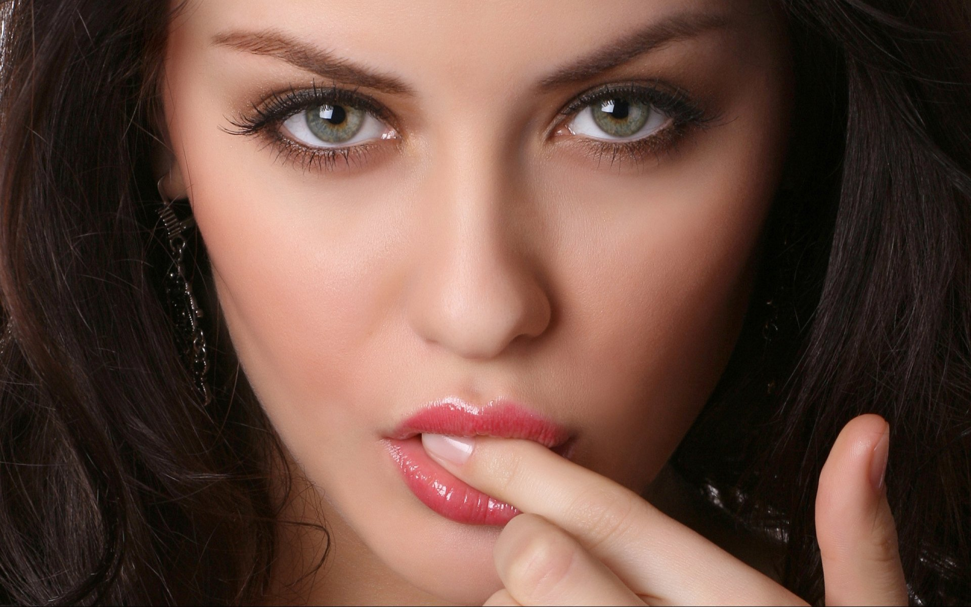 красивые серые глаза девушки фото