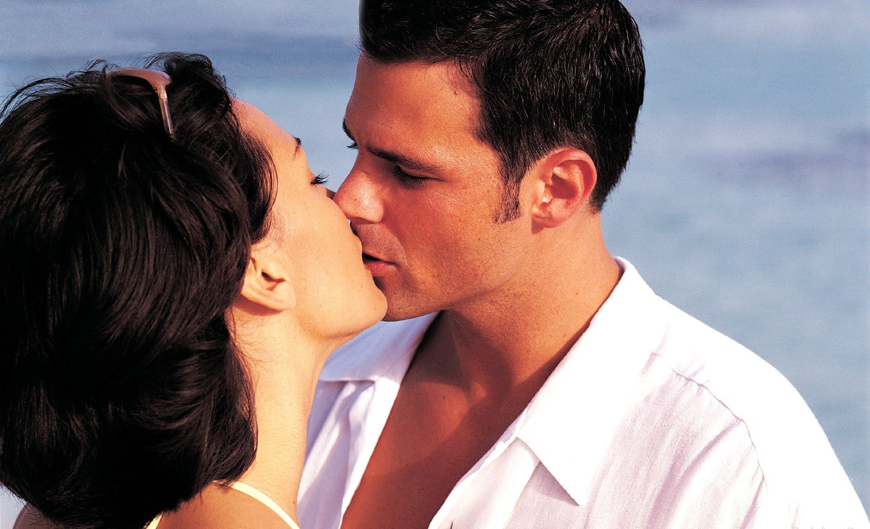 Нежные девушки поцелуи