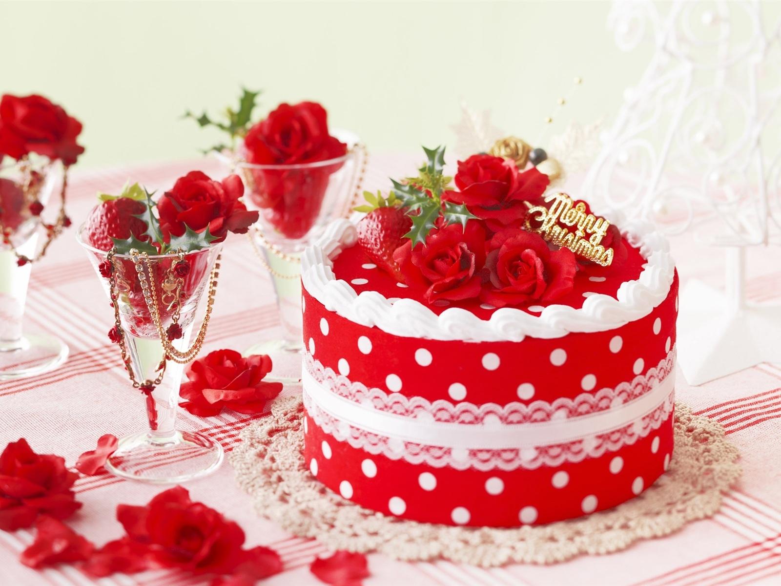 Красивый вкусный торт в день рождения