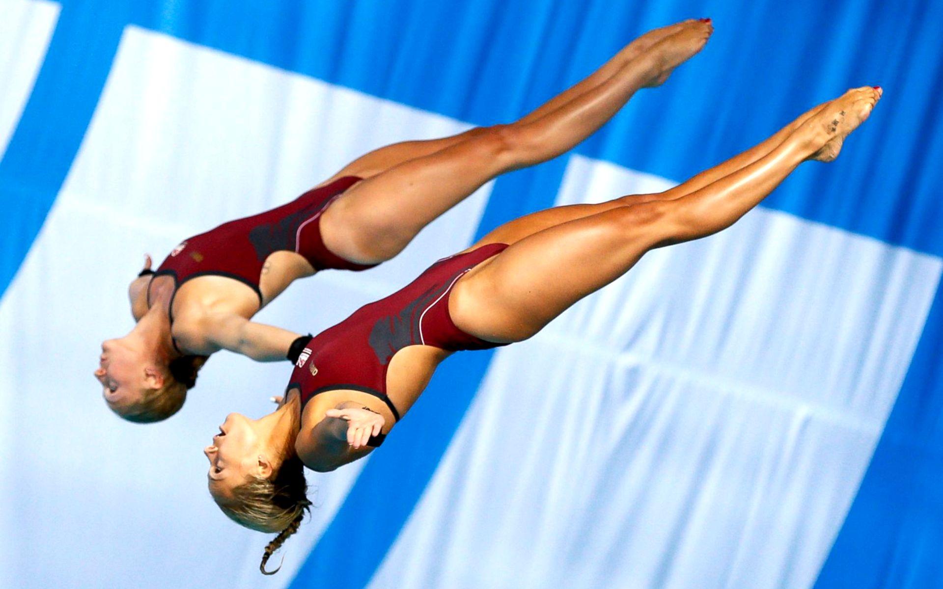 фото девушек прыжки в воду