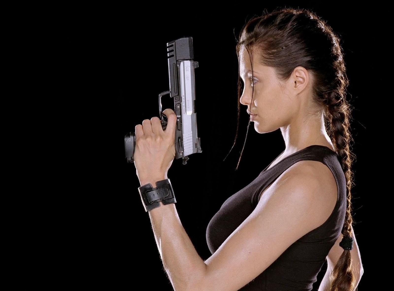 Картинки девушки с оружием скачать