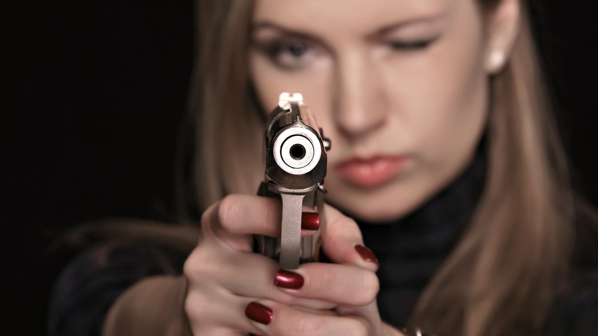 Фото бесплатно девушки с оружием
