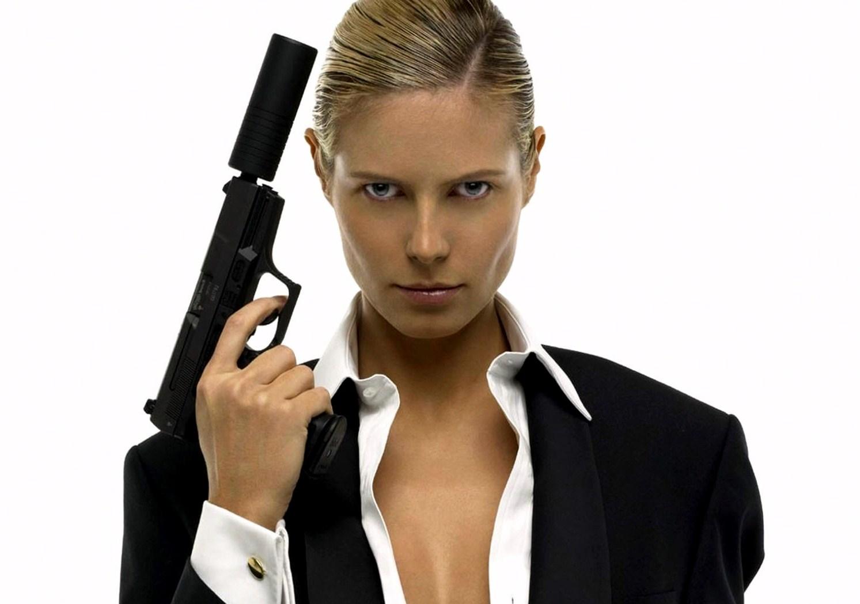 Скачать бесплатно картинки девушки с оружием