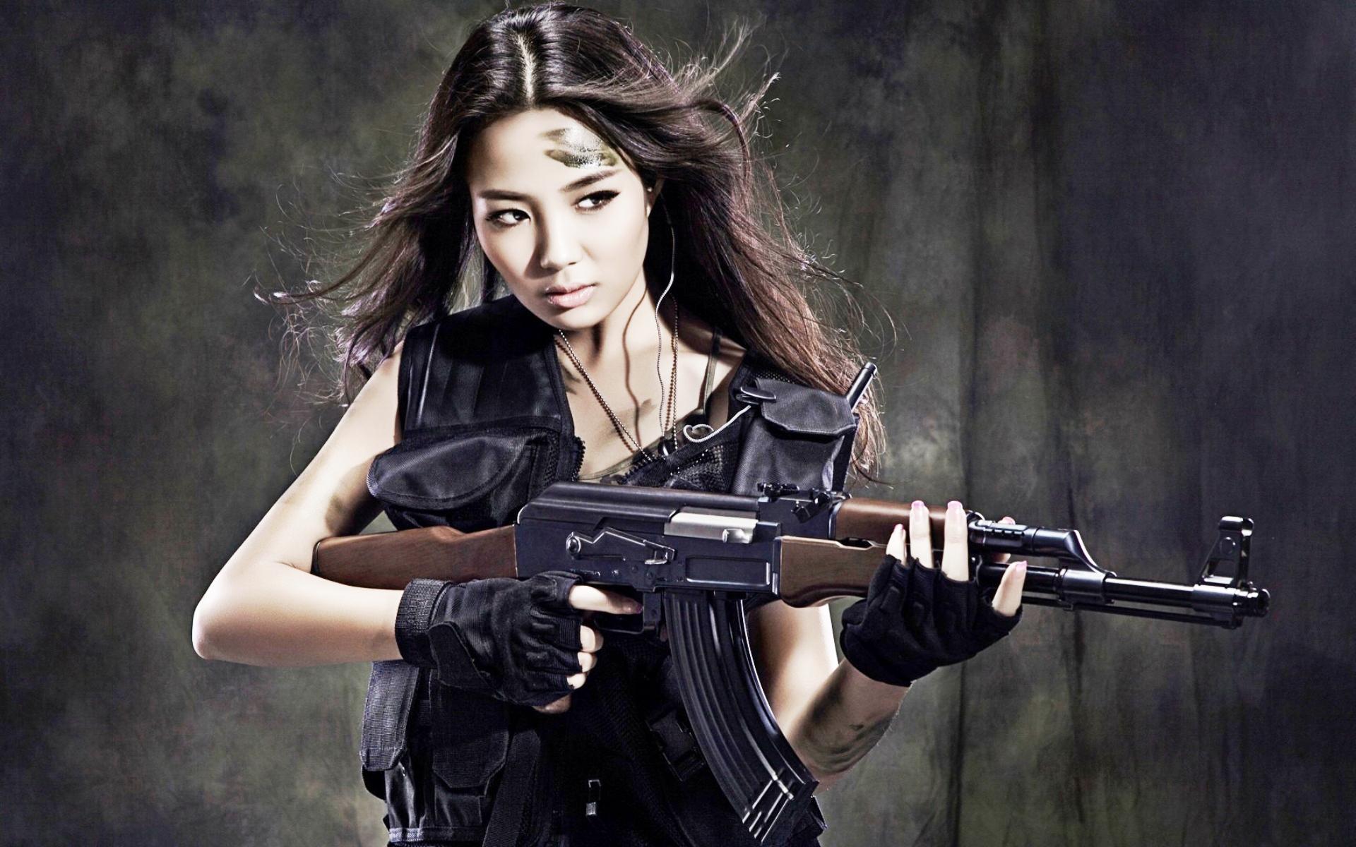 рисунки девушки с оружием безголвы