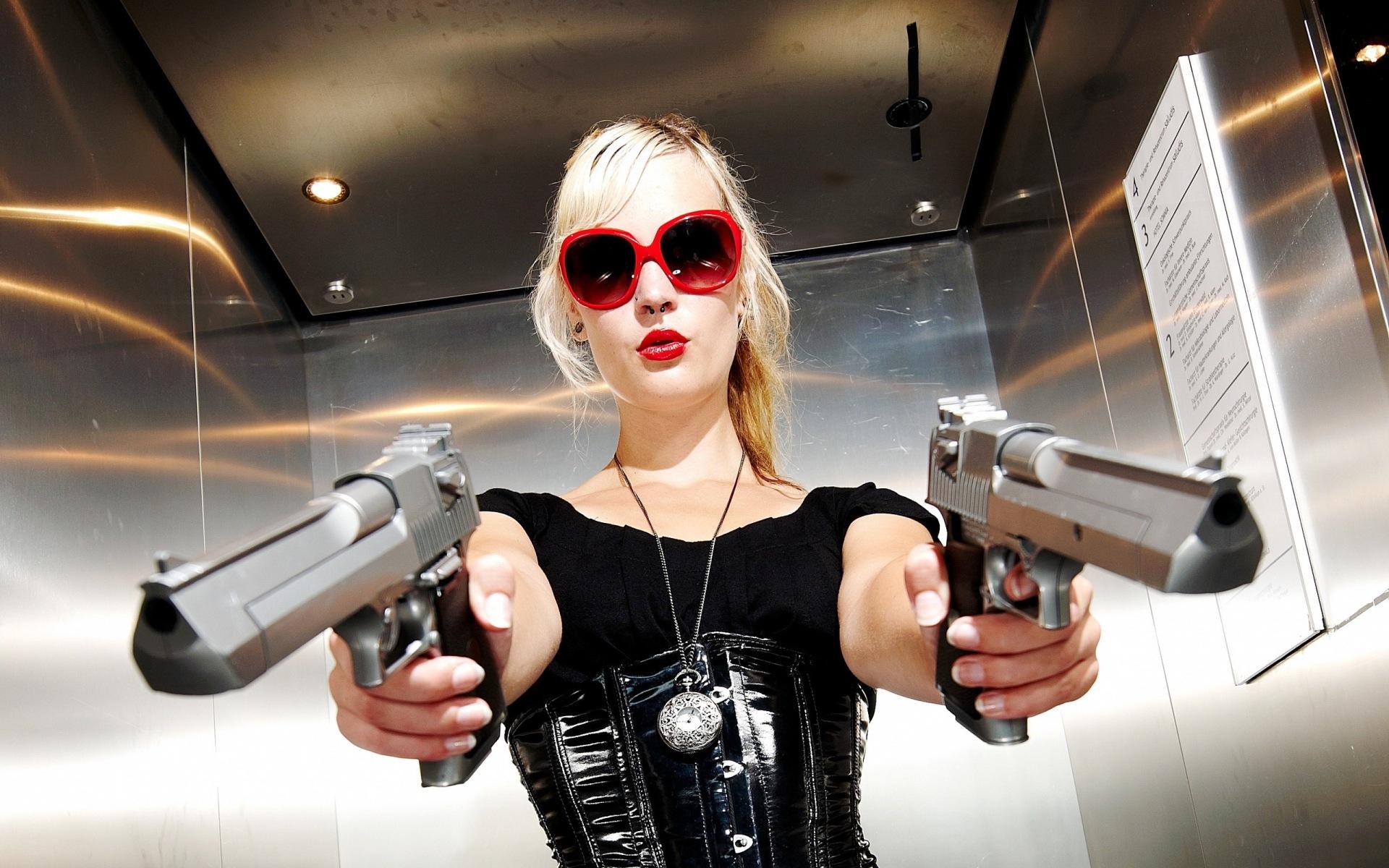 Смотреть картинки тёлки с оружием 10 фотография