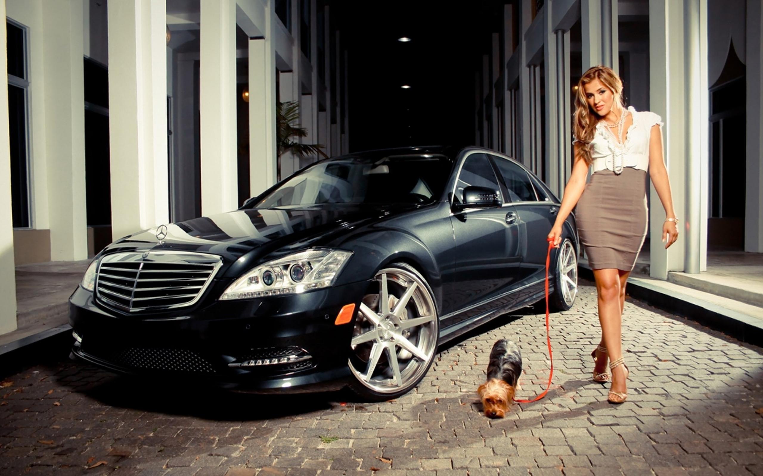 Смотреть порно с симпатичной брюнеткой в автомобиле мерседес бенс 8 фотография