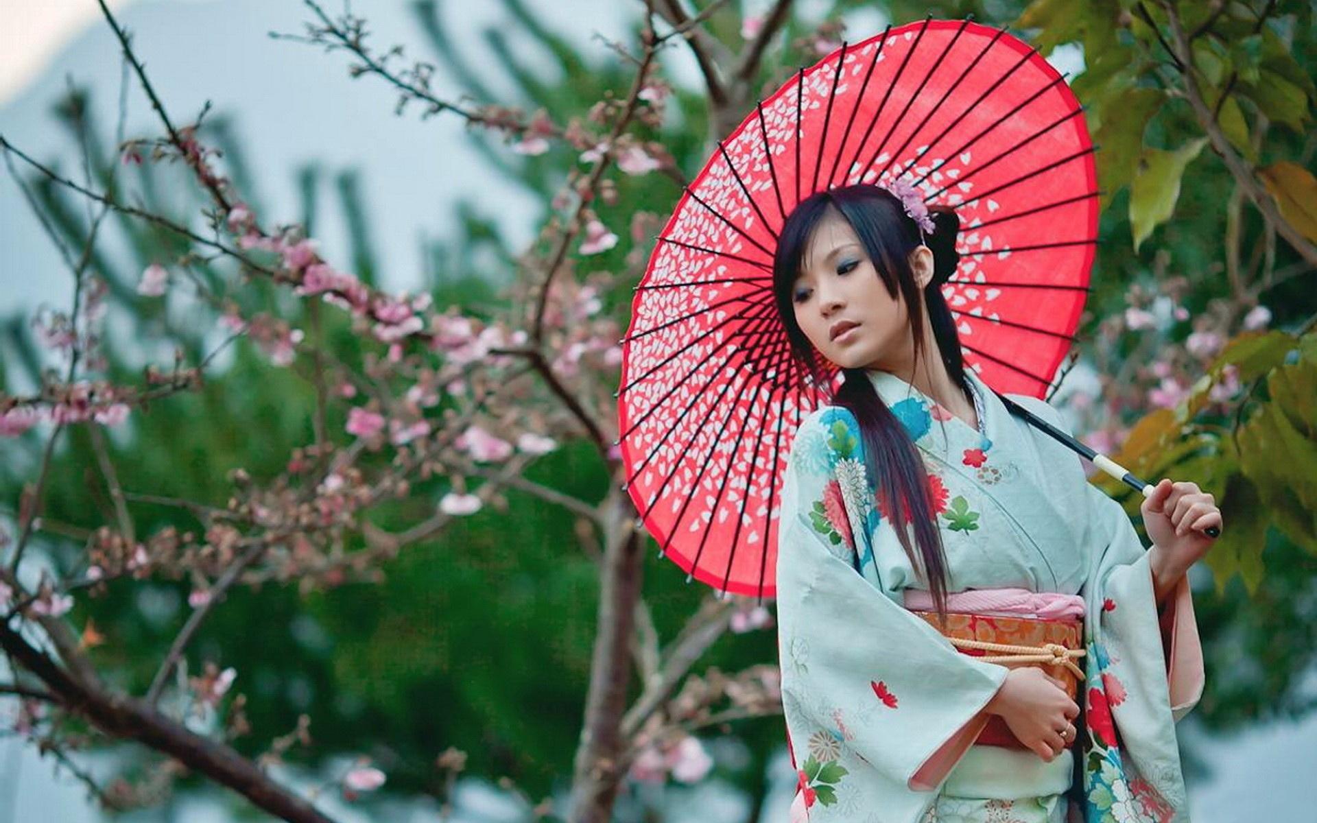 Японка с рыбами 7 фотография