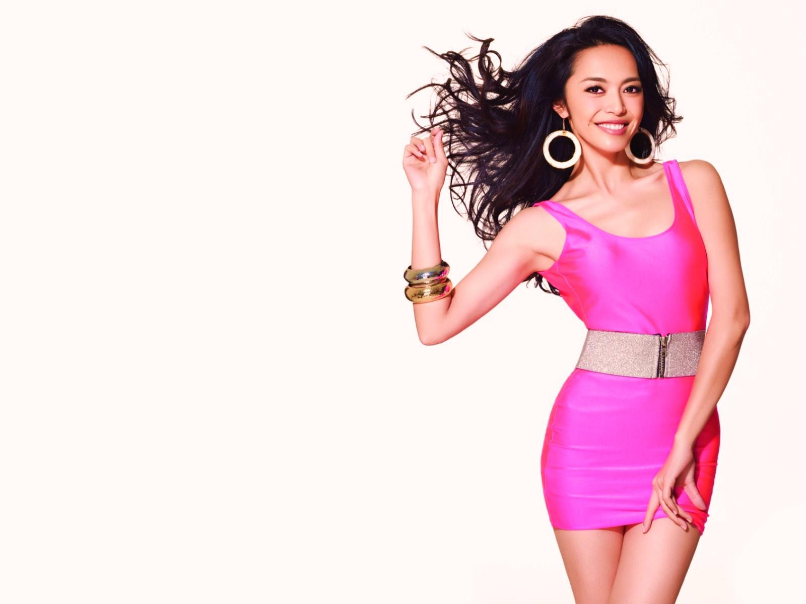 Фото азиатки в платьях 21 фотография