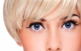 Голубые глаза блондинки