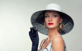 Гламурная женщина в шляпе