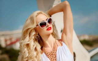 Гламурная блондинка