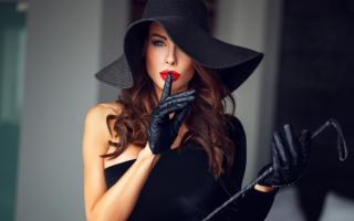 Гламурная девушка в шляпе