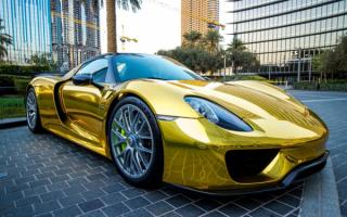 Gold Porsche 918