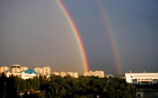 Над  Алматы  радуга