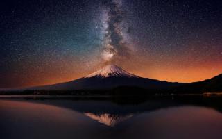 Млечный путь над горой Фудзи