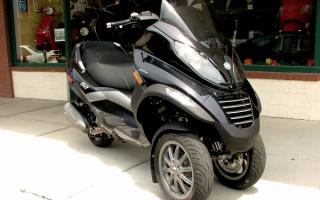 Скутер Пьяджо трехколесный