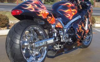Мотоцикл Сузуки Хаябуса GSX 1300 R18