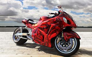 Спортивный мотоцикл с аэрографией
