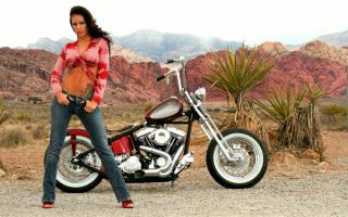 Девушка байкер