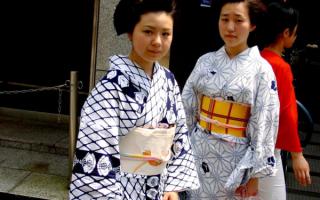 Японские девушки в кимоно