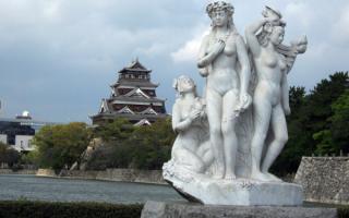 Скульптура японских женщин