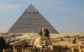 Сфинкс и пирамида в Гизе