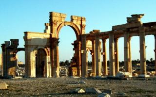 Развалины древнего храма в Египте