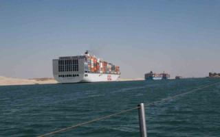 Океанские корабли в Суэцком канале