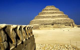 Кобры охраняют пирамиду