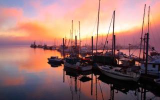 Аляска лодки у причала