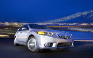 Acura TSX ночью