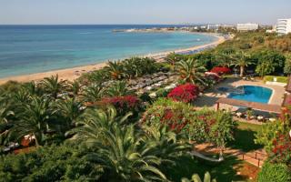 Зеленое побережье Кипра
