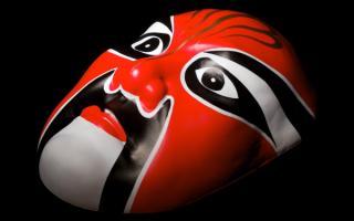 Японская красная маска