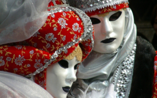 Белые маски