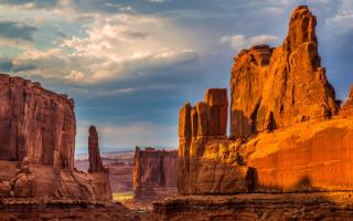 Каньон каменных монументов