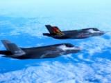 Самолеты истребители F-35 в полете