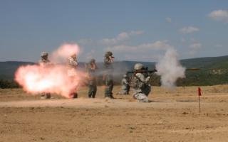 Американские солдаты стреляют из российского РПГ