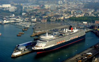 Круизный корабль Queen Elizabeth в Саутгемптоне