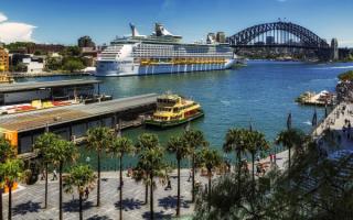 Круизный лайнер в порту Сиднея