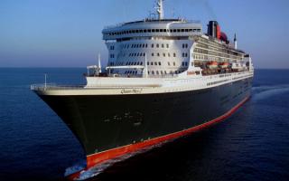 Океанский лайнер Queen Mary 2 в океане