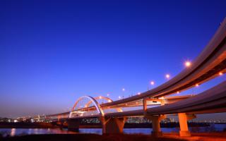 Мост в Йокогаме в Японии