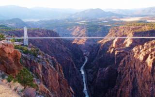 Мост над каньоном в Колорадо, США