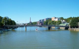 Мост через реку Аурайоки в городе Турку в Финляндии