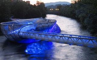 Мост через реку Мур в австрийском Граце