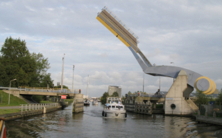 Подъемный мост Слауэрхоф в городе Леуварден в Нидерландах