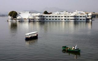 Озёрный дворец на озере Пичола, Удайпур, Индия