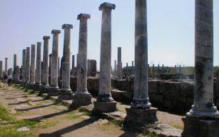 Руины древнего города Перге, Турция